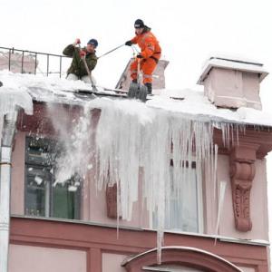 Очистка крыш в Тульской области от снега и наледи